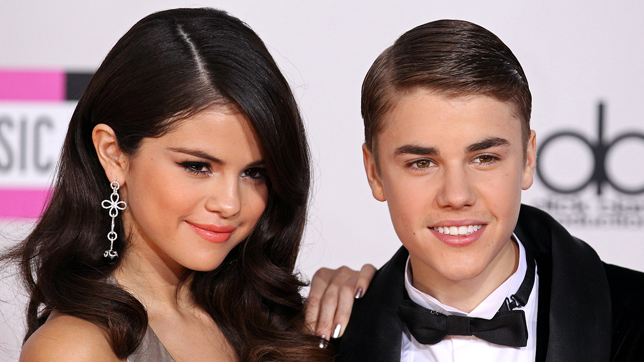 is bieber dating selena gomez Justin bieber is apparently up to his old tricks the singer is reportedly dating baskin champion for the sole purpose of making selena gomez jealous the singer is reportedly dating baskin.