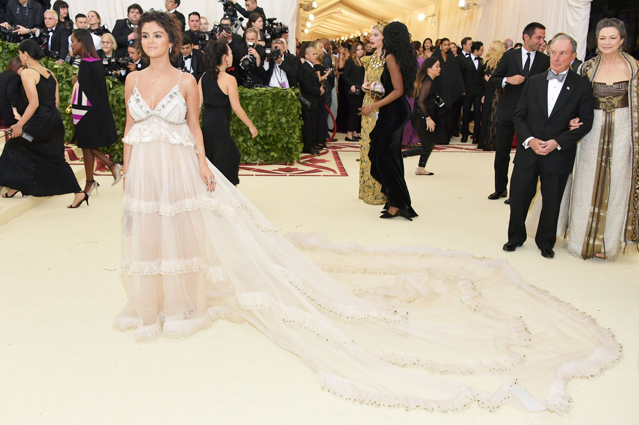 Selena Gomez Reacts To Her Overly Bronzed Met Gala Look