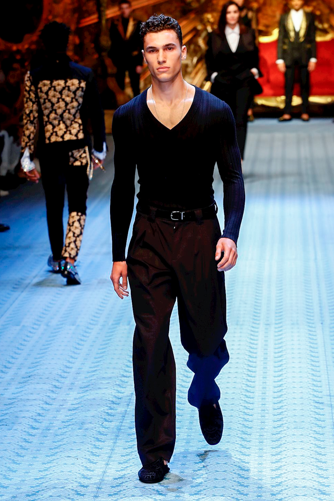 fbc3169cc12 This original supermodel closed the Dolce   Gabbana Men s SS19 Show