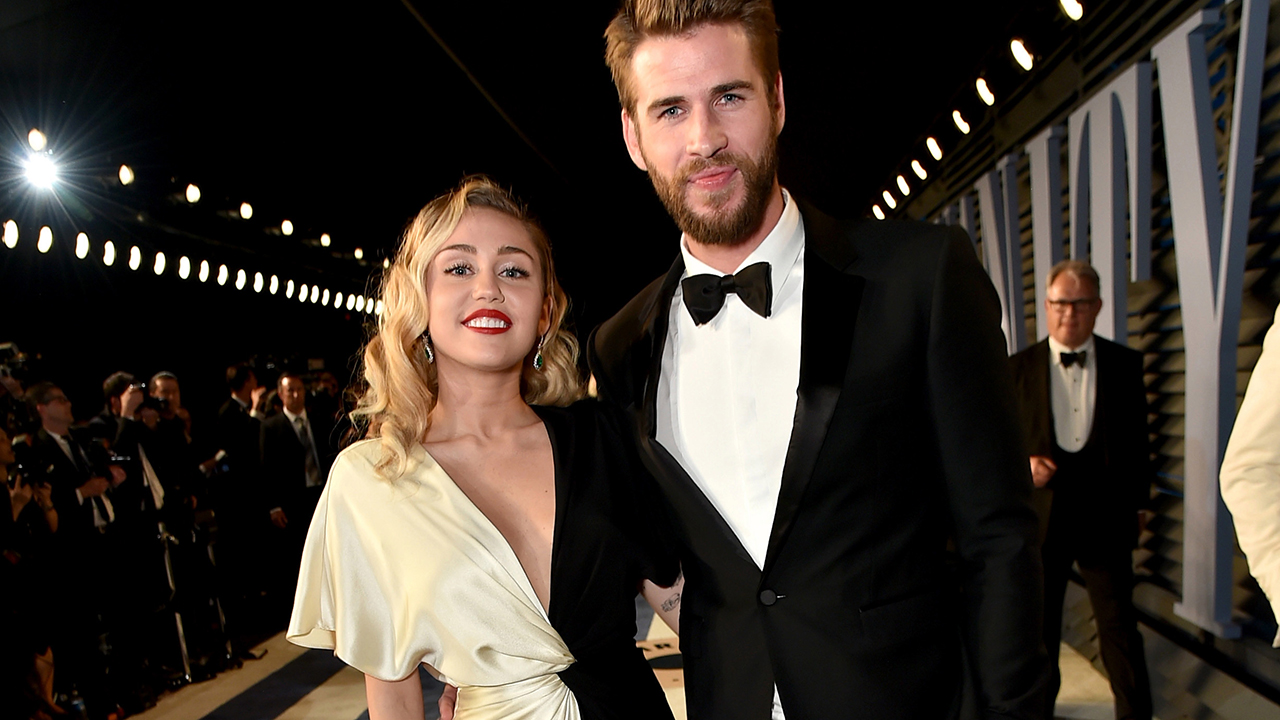 Last Song Wedding.Miley And Liam S Wedding Causes The Last Song Streams To