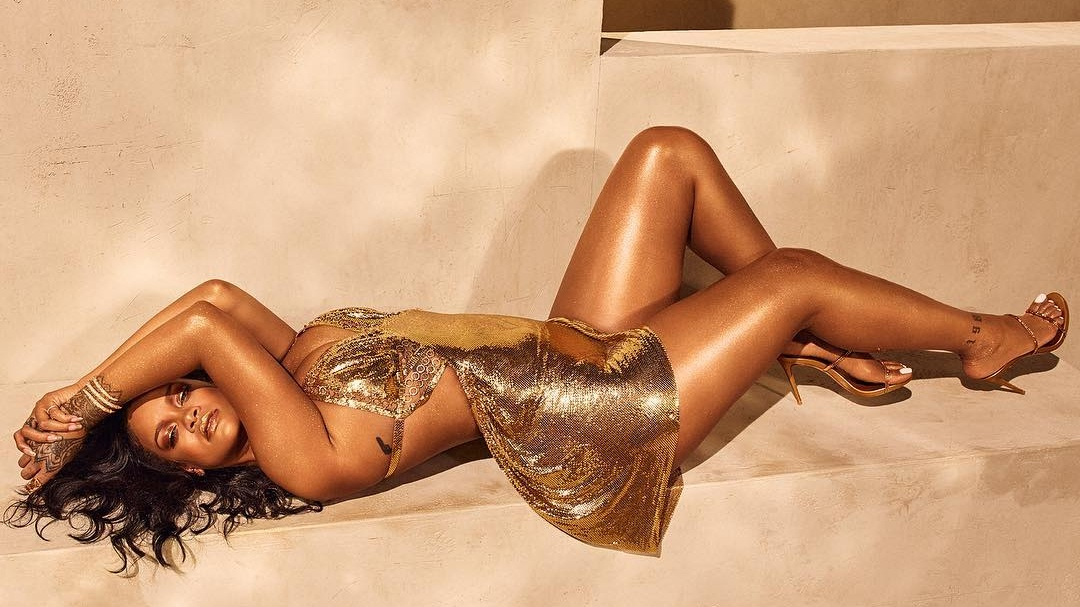 "According to Rihanna, This Is What Your Skin Would Look Like If You Were A ""Trophy Wife"""