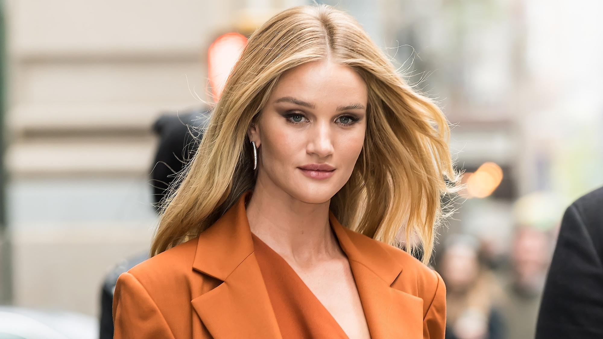 Rosie Huntington-Whiteley Gets Us Clued Up On Her Step-By-Step Off-Duty Skin Routine